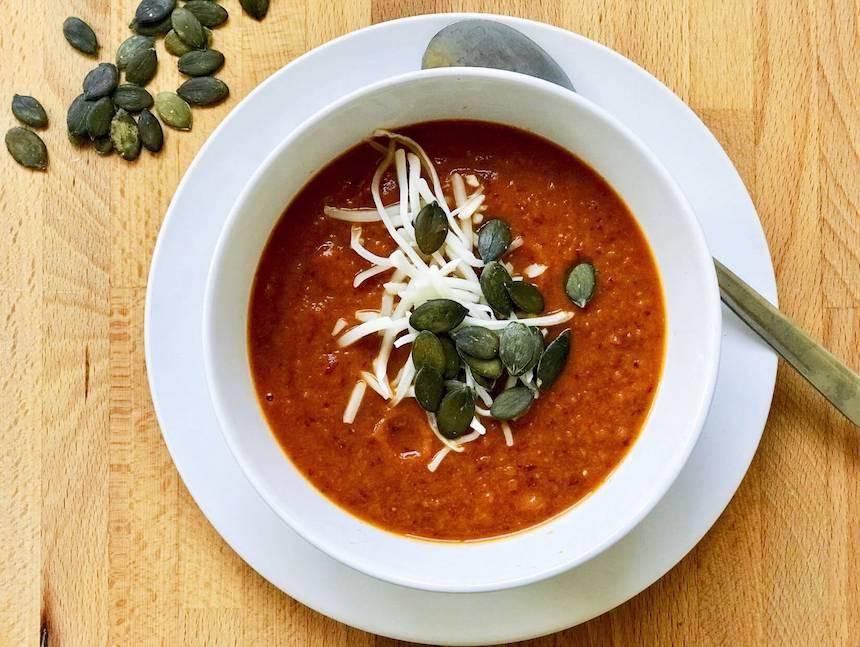 Zupa dyniowa z pomidorami i fasolą