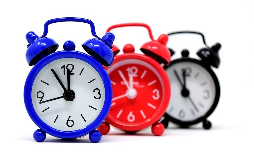 Jak sobie radzić z różnicą czasu?