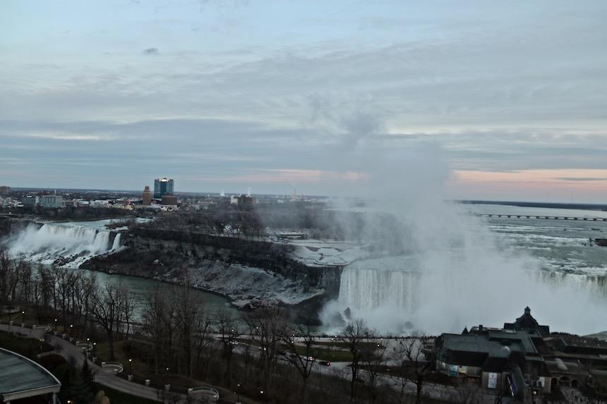 Wodospad Niagara, widok na amerykańską i kanadyjską część.