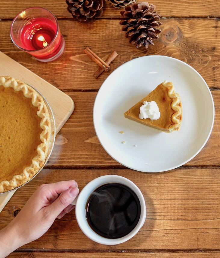 Amerykańskie Święto Dziękczynienia czyli Thanksgiving obchodzone w czwarty czwartek listopada. Uczta przy stole w gronie rodziny i najbliższych przyjaciół.