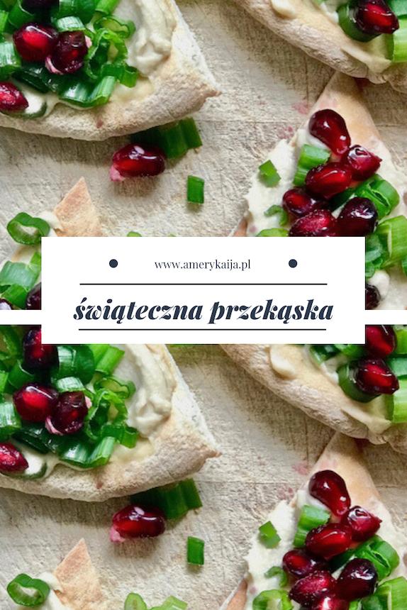 świąteczna przekąska : chlebek pita z humusem, szczypiorkiem i owocami granatu