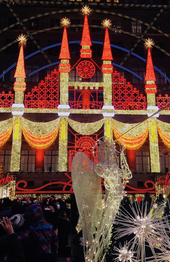 Zobacz jak wygląda świąteczny Nowy Jork. Rocznie miasto odwiedza ponad 60 milionów turystów, w sezonie świątecznym są prawdziwe tłumy.