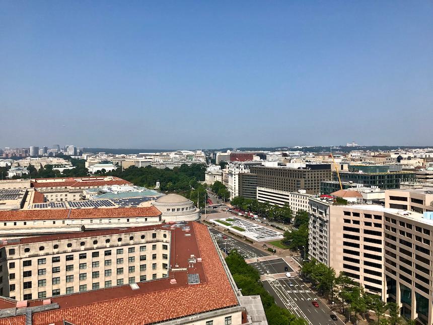 widok z wieży zegarowej hotelu Donalda Trumpa w Waszyngtonie