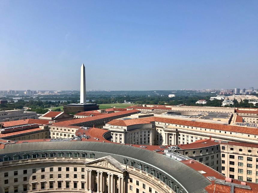 Darmowy punkt widokowy w Waszyngtonie, czyli hotel Donalda Trumpa i widok z wieży zegarowej