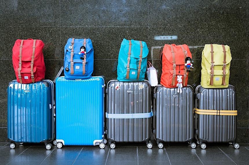 Co zabrać? O czym pamiętać? Co będzie potrzebna w czasie wakacji w Stanach Zjednoczonych? W tym tekście dowiesz się jak się spakować do USA.