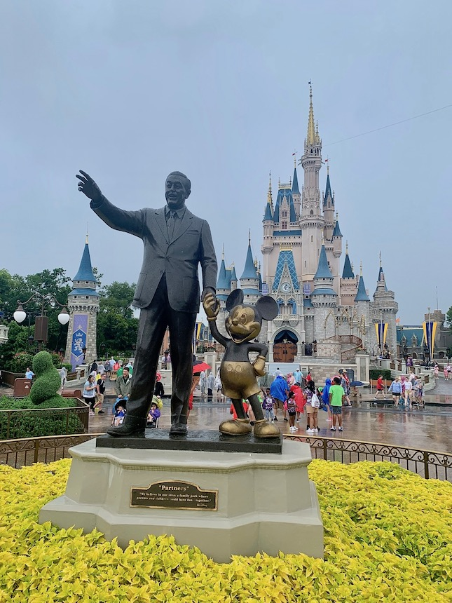 Porady i wskazówki przed wizytą w Disney World w Orlando. Jak się przygotować, jaką zainstalować aplikację i czego spodziewać się na miejscu.