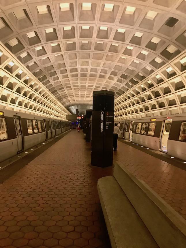 Jak zaplanować zwiedzanie Waszyngtonu? Co zobaczyć, czym się poruszać po stolicy Stanów Zjednoczonych - porady i wskazówki przed podróżą.
